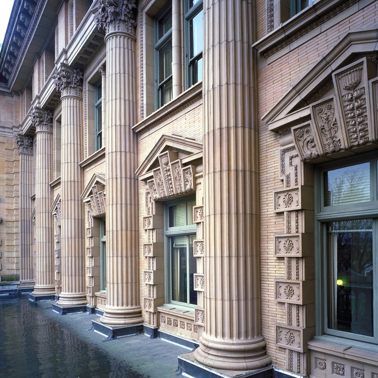 custom-house-columns-at-upper-floors