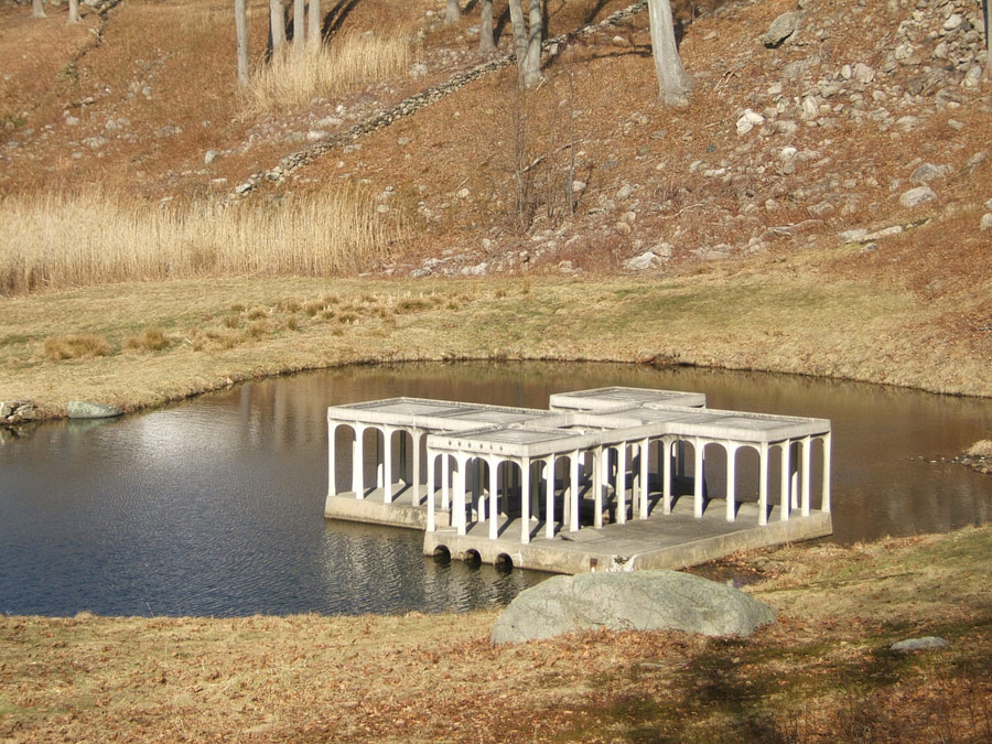 gh-pavilion-in-the-pond-01
